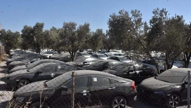 Sıfır otomobillerde 'stokçuluk' iddiası! Yüzlerce otomobil boş arazide böyle görüntülendi