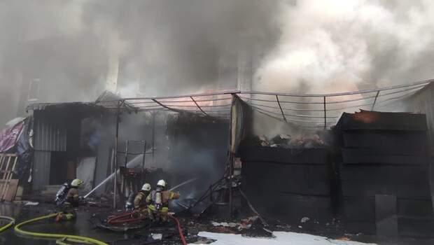 Son dakika: İstanbul'da dev fabrika yangını kontrol altında