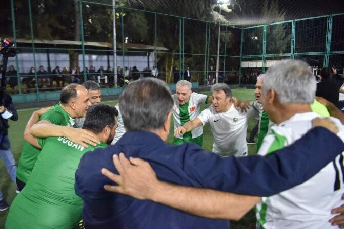Bornova'da dostluk kazandı,  İduğ ve Batur'dan birer gol